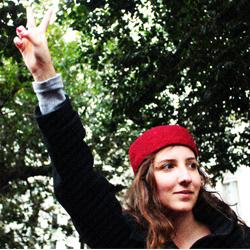 femme tunisienne manifeste