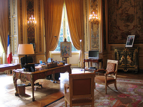 bureau du ministre sire francesco. Black Bedroom Furniture Sets. Home Design Ideas