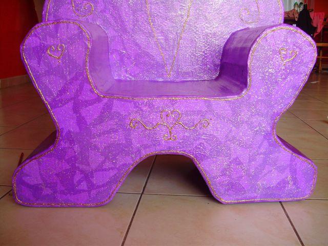 siege papillon en carton. Black Bedroom Furniture Sets. Home Design Ideas