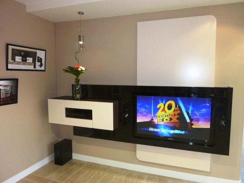 int gration home cin ma dans un meuble contemporain. Black Bedroom Furniture Sets. Home Design Ideas