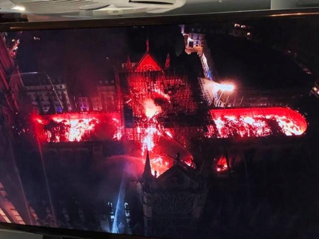 56811410 LaMortaise.com - Notre-Dame-de-Paris brule! - Forum LaMortaise.com - La référence en ébénisterie