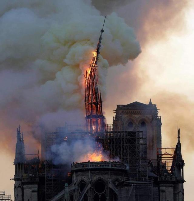 57109710 LaMortaise.com - Notre-Dame-de-Paris brule! - Forum LaMortaise.com - La référence en ébénisterie