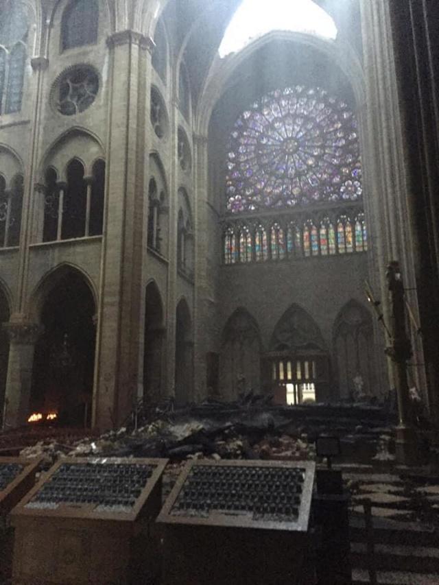 d4ribu10 LaMortaise.com - Notre-Dame-de-Paris brule! - Forum LaMortaise.com - La référence en ébénisterie